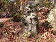 古刹の石像