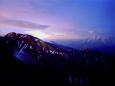 夏山の夜明け