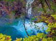エメラルドブルーの渓谷