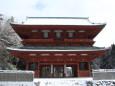 雪の高野山・大門