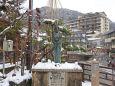 雪の湯村温泉-夢千代像