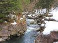 雪の奥津渓谷