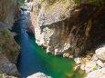 エメラルドグリーンの渓谷