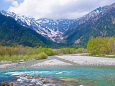 梓川と残雪の穂高連峰