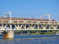 隅田川を渡る黄金のスペーシア